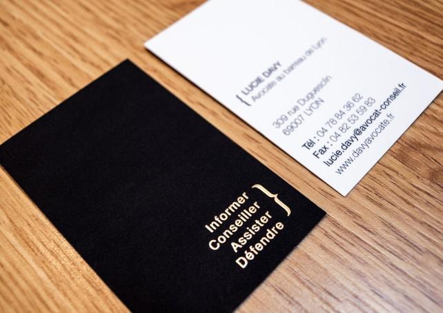 carte de visite d'avocat, conception graphique par l'agence Chimère. Impression quadrichromie, pelliculage mat et dorure à chaud.