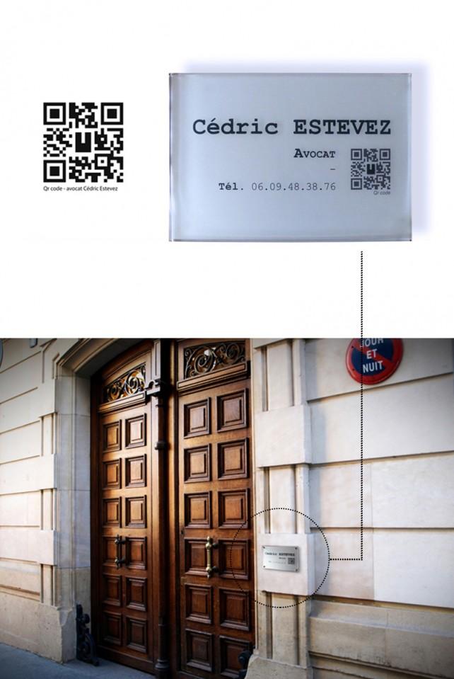 Plaque professionnelle pour Avocat, avec insertion QR code. Graphisme par l'agence Chimère.